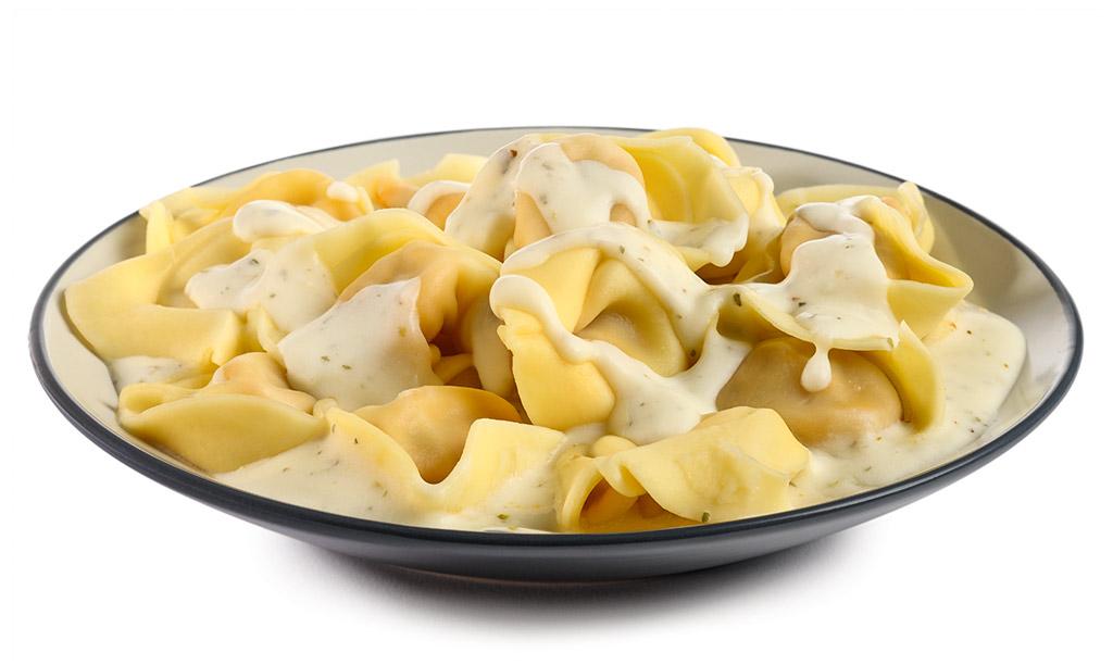 Tortellini in cheese sauce