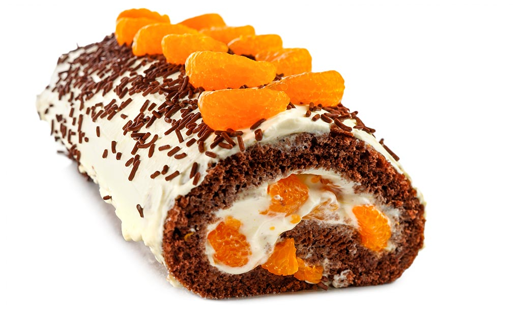 Biscuit roll with mandarins