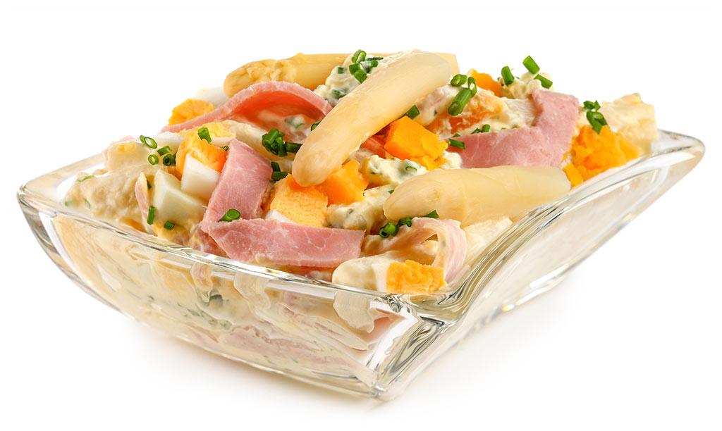 Asparagus salad with ham and egg