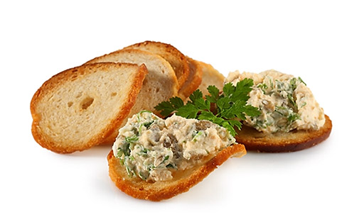 Chervil dip with bread chips