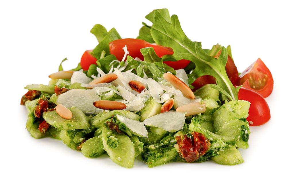 Asparagus salad with wild garlic pesto