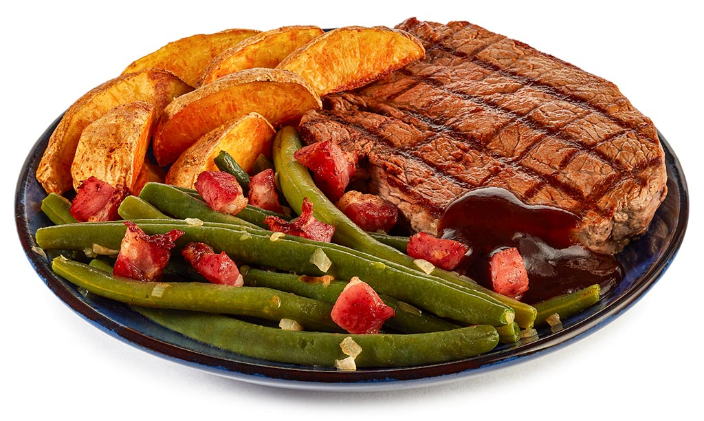 Barbecue steak with green beans