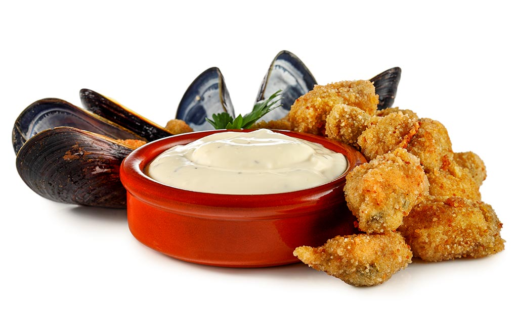Breaded mussels with aioli