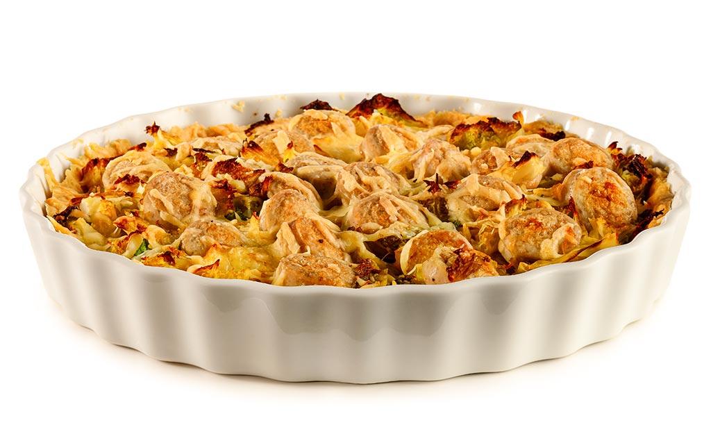 Savoy cabbage quiche with bratwurst