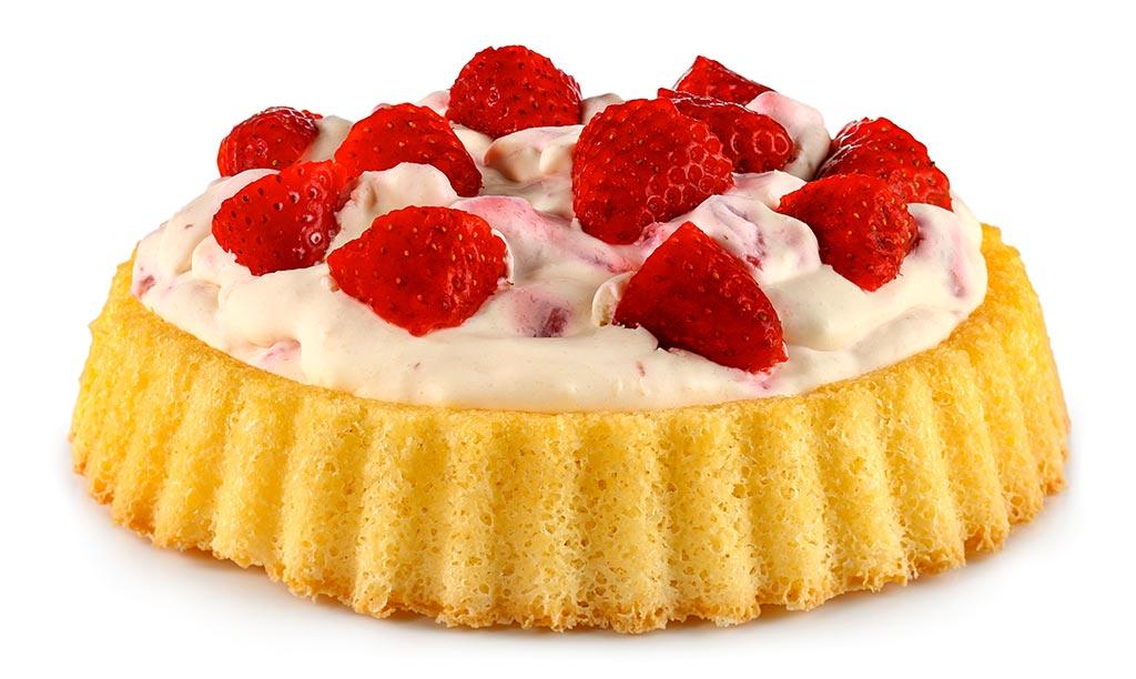 Cheese cream cake with strawberries