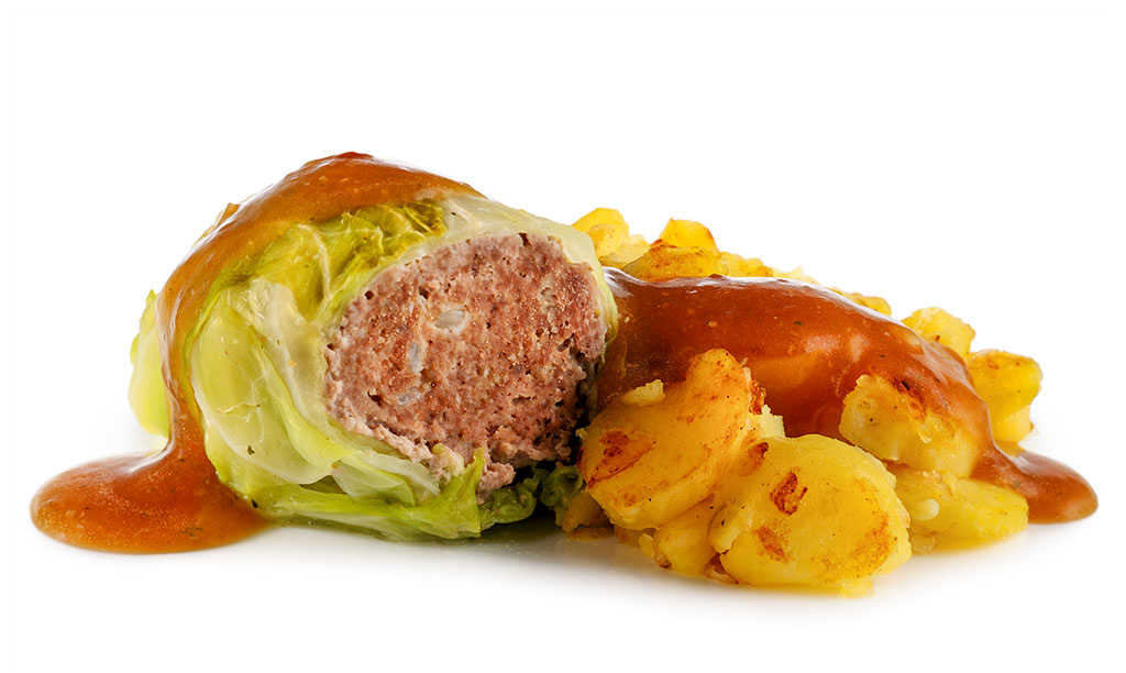 Cabbage roulades with fried potatoes