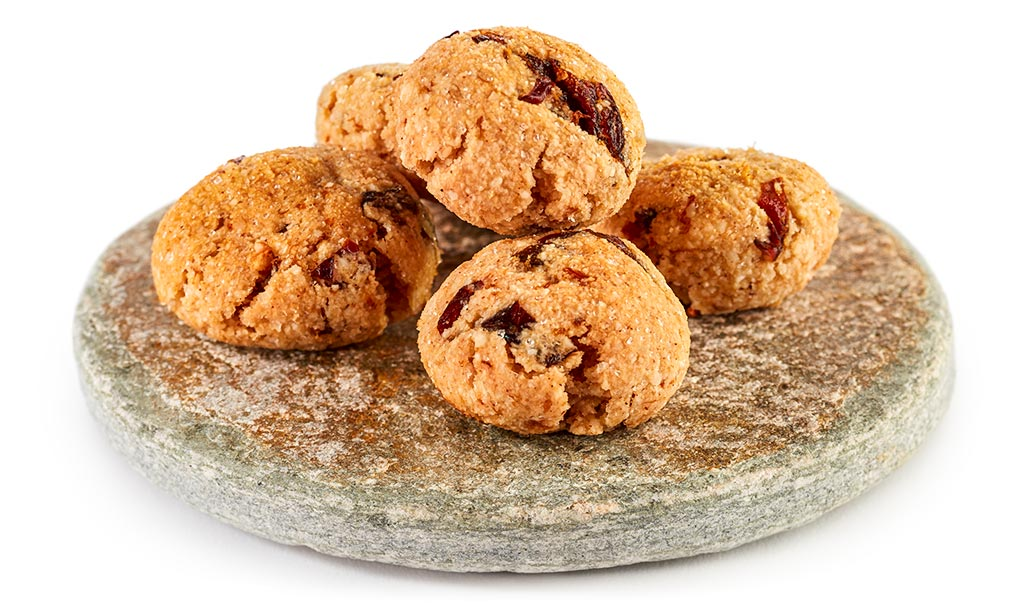 Amaretti biscuits with plum