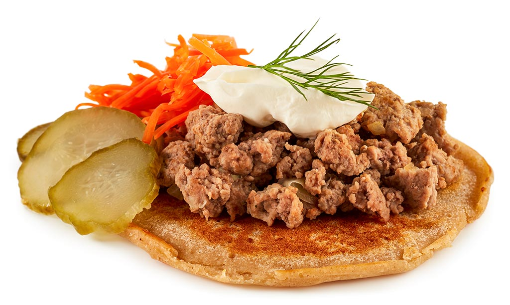 Blinis with minced meat
