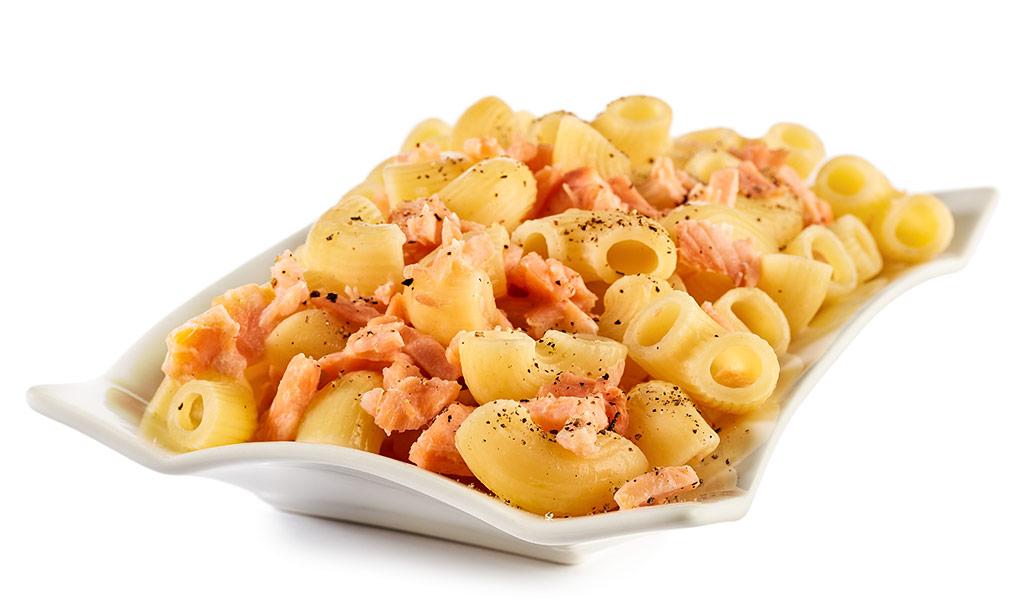 Macaroni with salmon in cream sauce