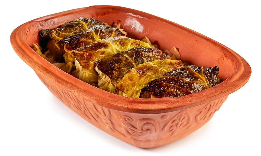 Cabbage roulades in a Roman pot