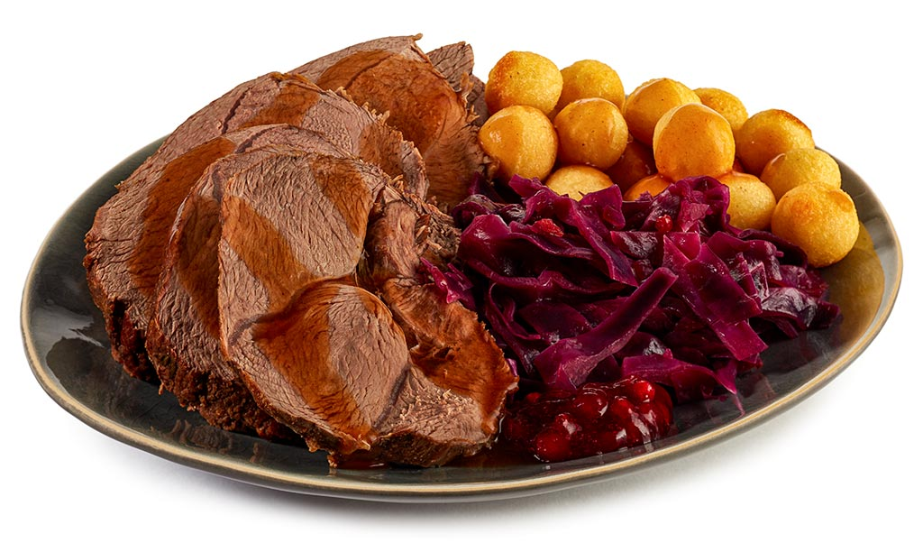 Venison roast with cranberry red cabbage