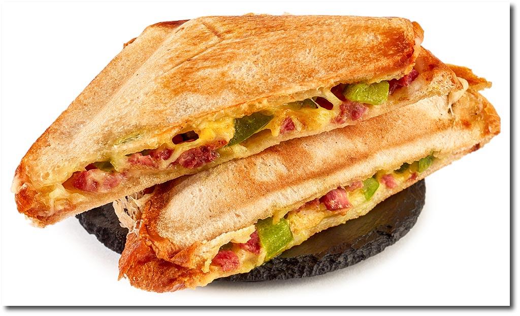 paprika toast im sandwich toaster rezept