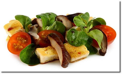 shiitake pilze auf feld salat mit tofu rezept. Black Bedroom Furniture Sets. Home Design Ideas