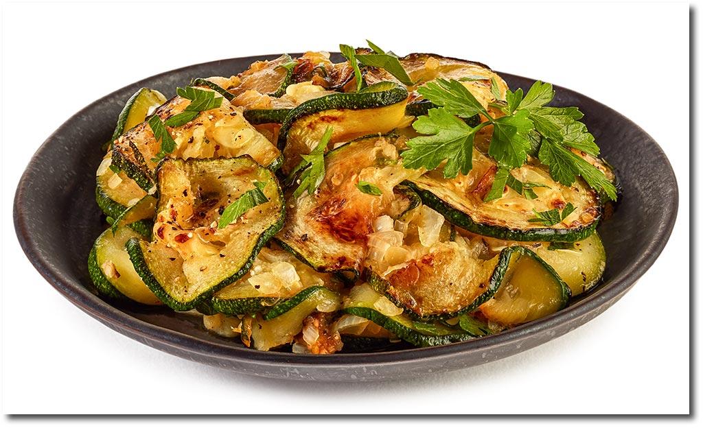 Zucchini schneiden rezept zucchini tomaten feta pizza for Kochen zucchini